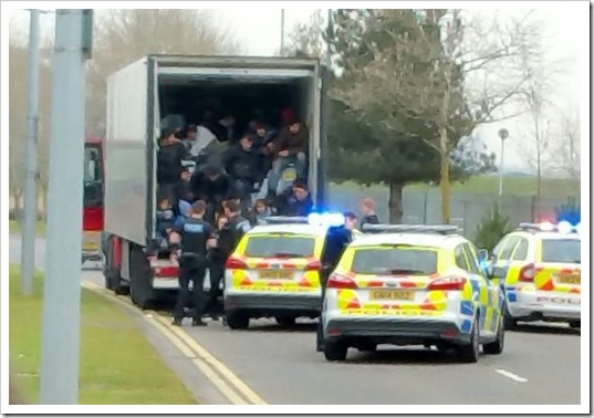 PAY-Migrants-who-crammed-into-the-backs-of-lorries-are-arrested-in-Kent